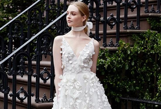 أبرز صيحات فساتين الزفاف لعروس 2019