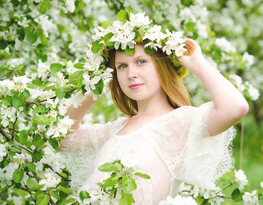 أفكار تسريحات شعر باستخدام الزهور