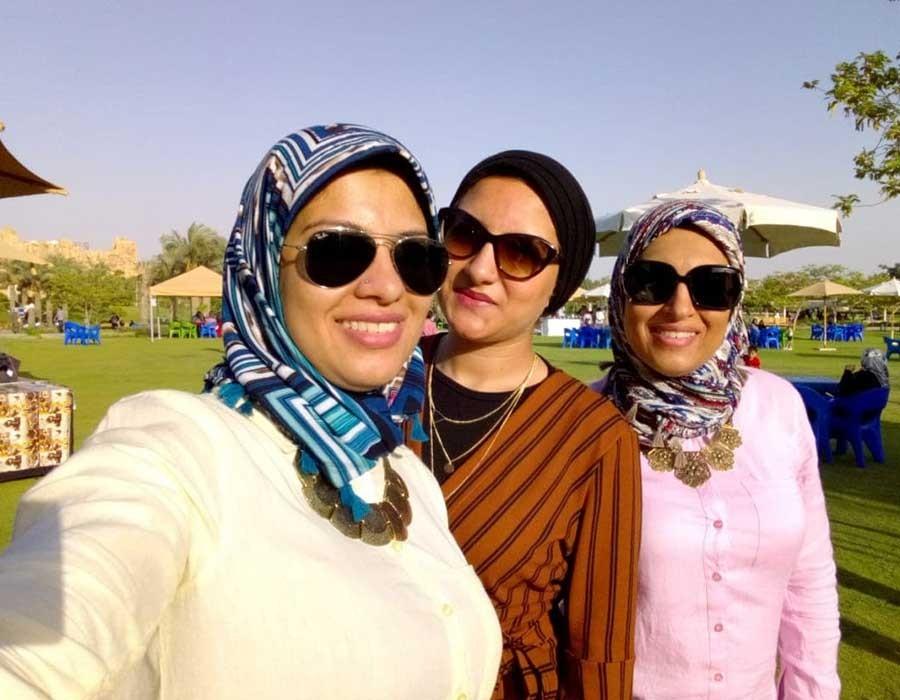 ثلاث أخوات ومشروع واحد أساسه التطريز والقماش