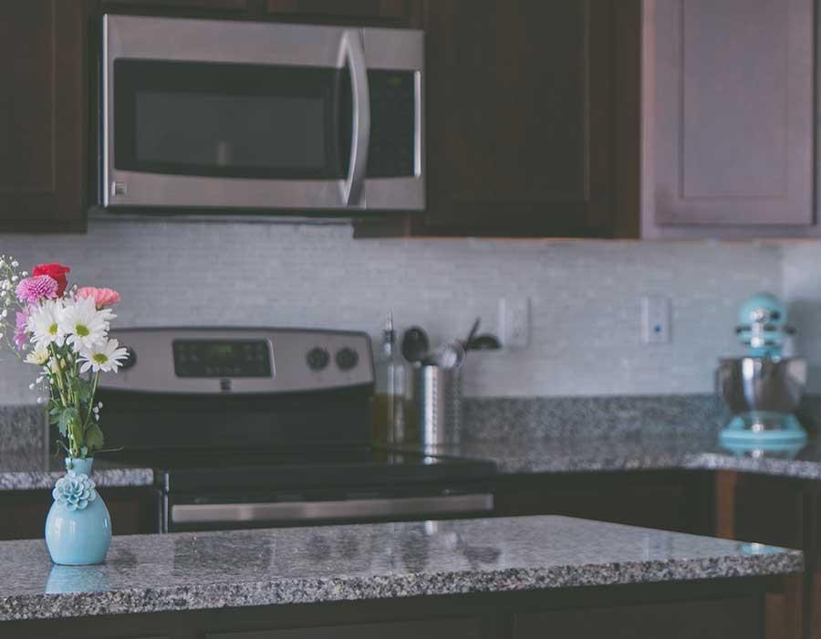 طرق تنظيف حوائط المطبخ من الدهون بسهولة