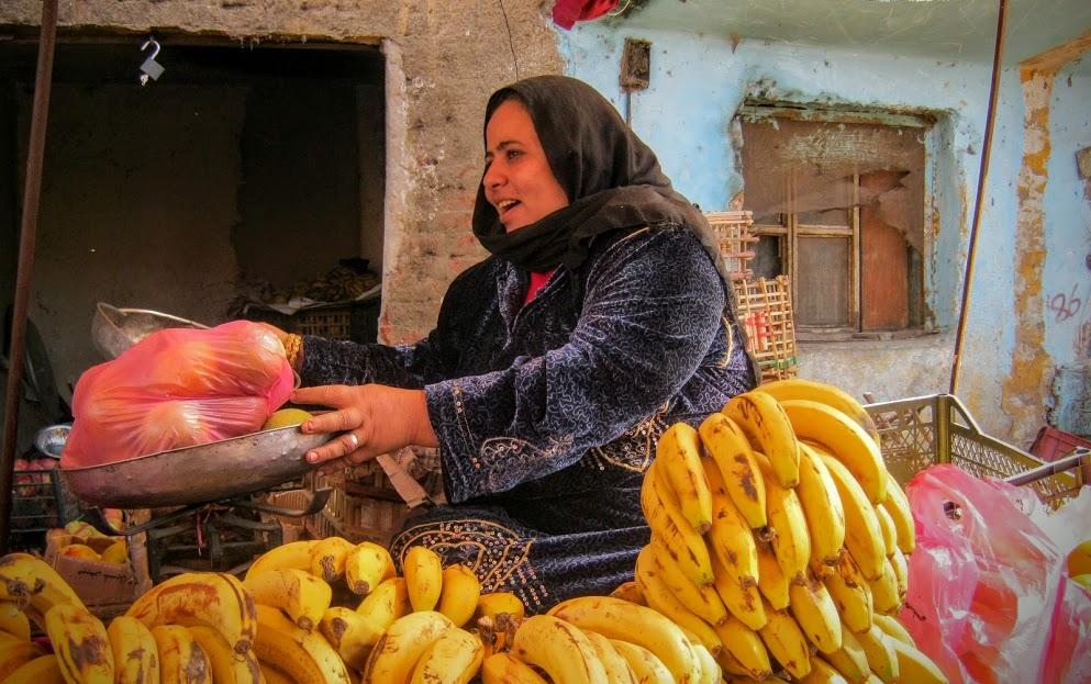 في عيد الحب..حكايات وغراميات لبائعة الفاكهة