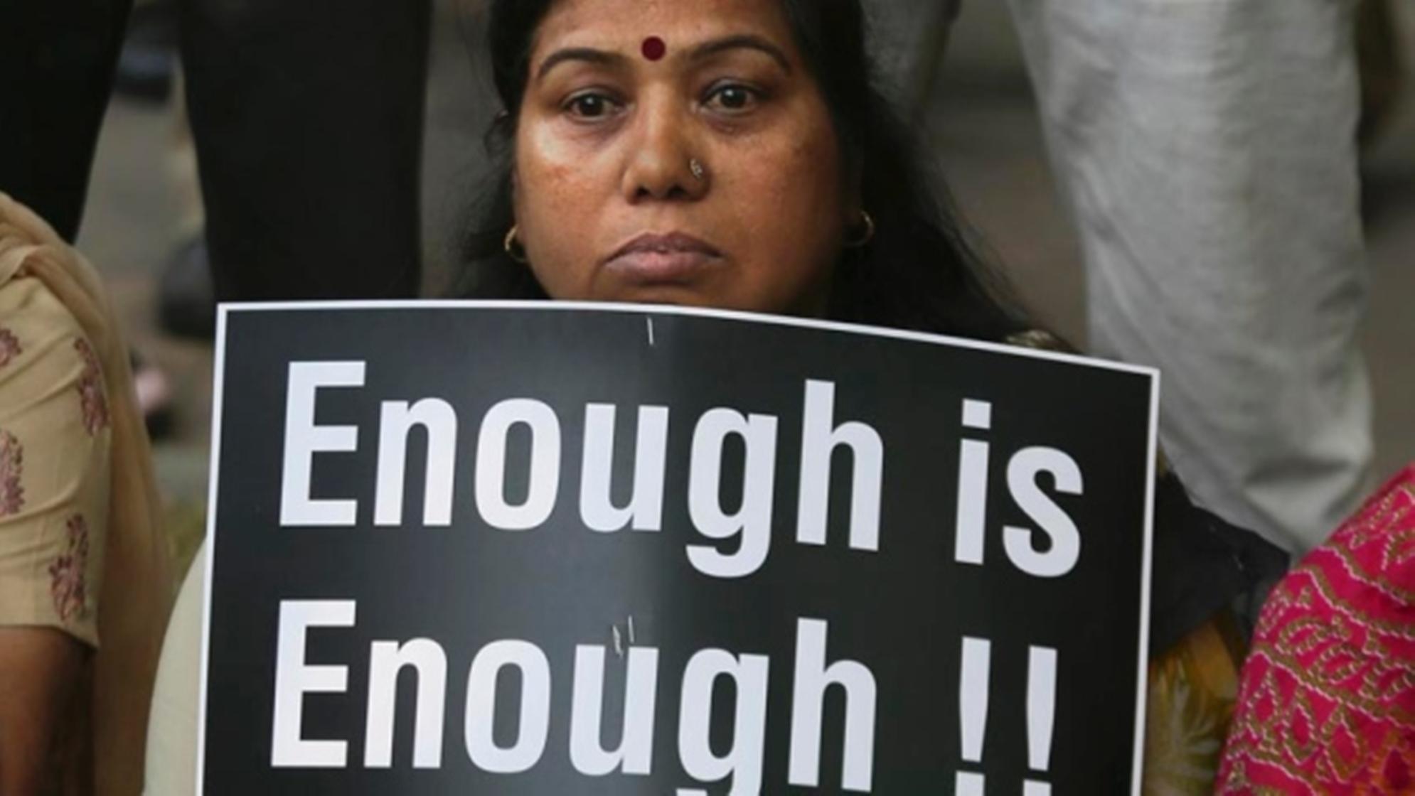 هندية تنتقم من مغتصبها .. بإخصائه .. وينتحر قبل اسعافه