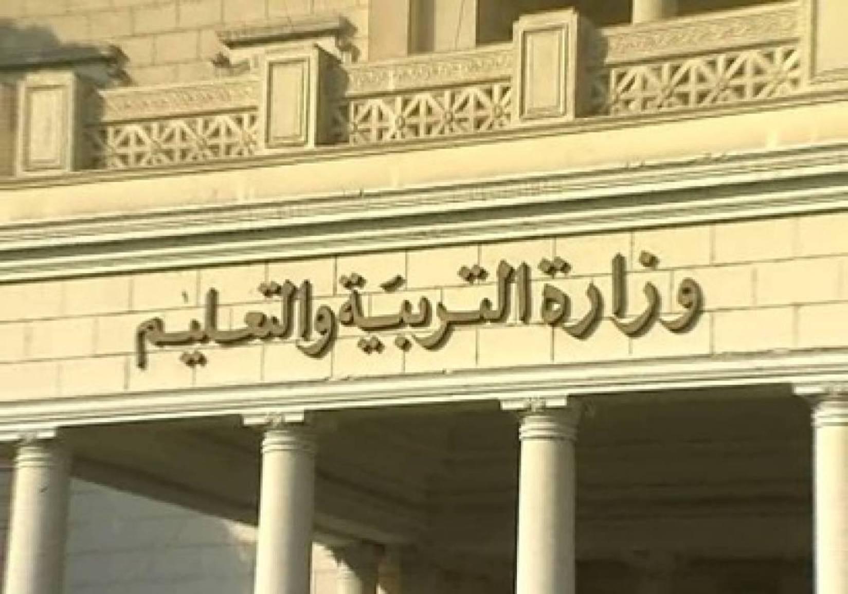 """طالبات بني مزار يحتجن على تعيين مديرة """"مسيحية"""" جديدة"""