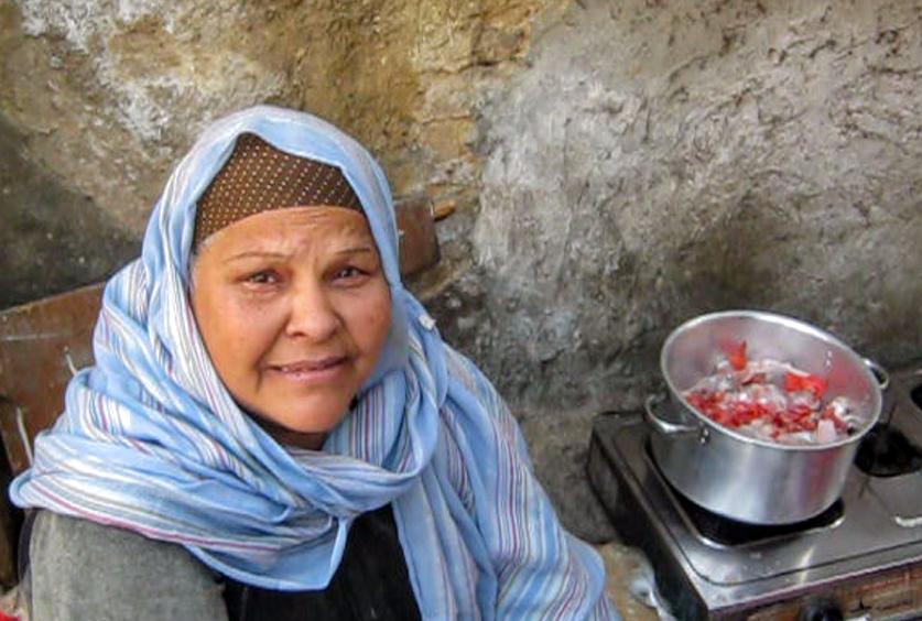 """""""السيدة الأولى"""" بمخيمات أبو زعبل"""
