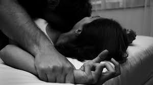 اغتصبها زوجها فدافعت عن نفسها بقتله !