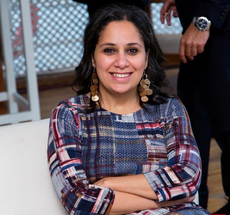 """تأجيل التحقيق مع الناشطة """"مزن حسن"""" في قضية تمويل المنظمات المدنية"""