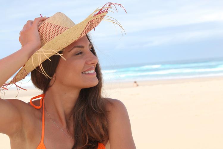 احمي شعرك من شمس الصيف