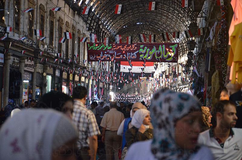 """السوريات يستعدن ذكريات """"السلام"""" في أسواق دمشق القديمة"""