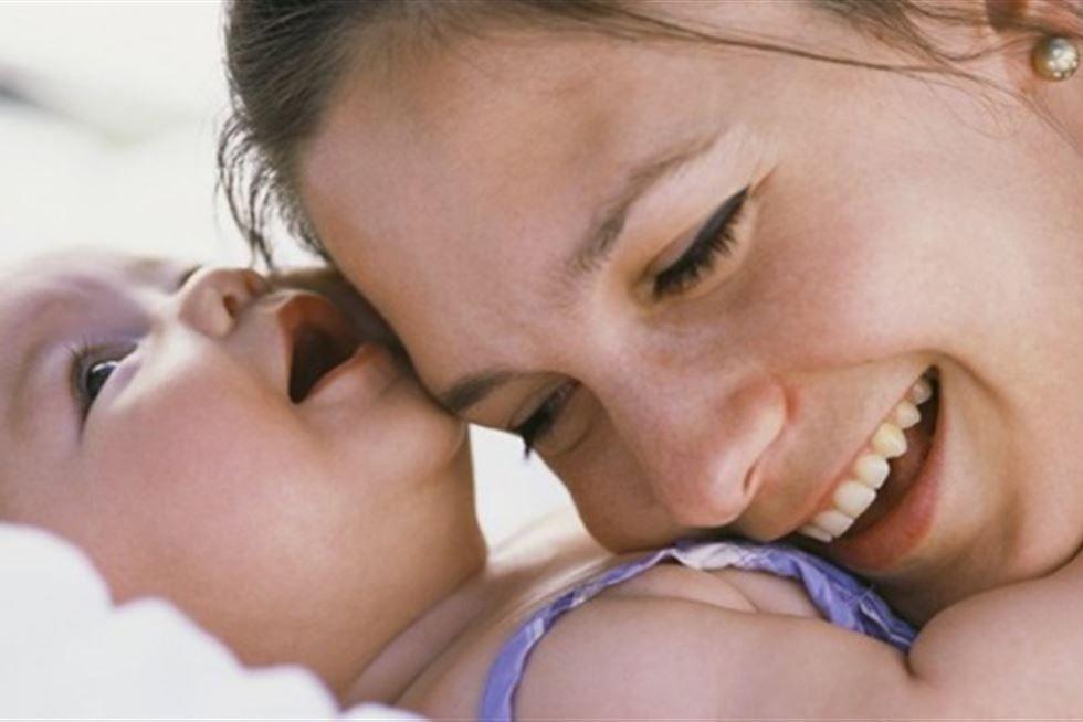 زيادة معدلات الإنجاب بين النساء فوق سن الأربعين ببريطانيا