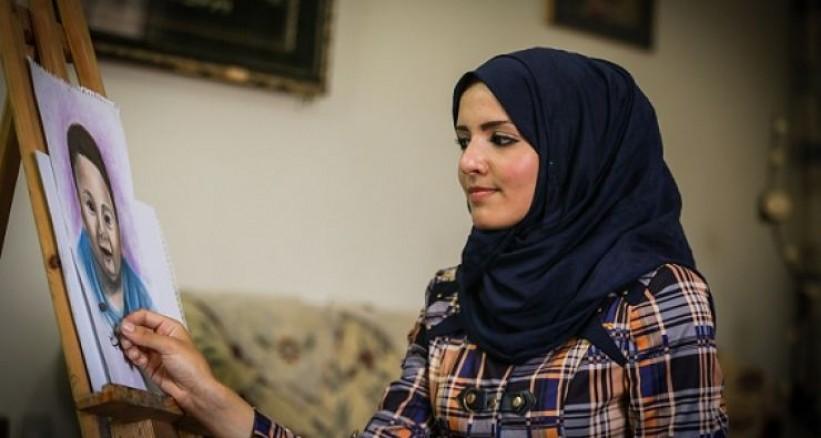 """""""خلود الدسوقي"""" جسدت المعاناة الفلسطينية بمستحضرات التجميل"""