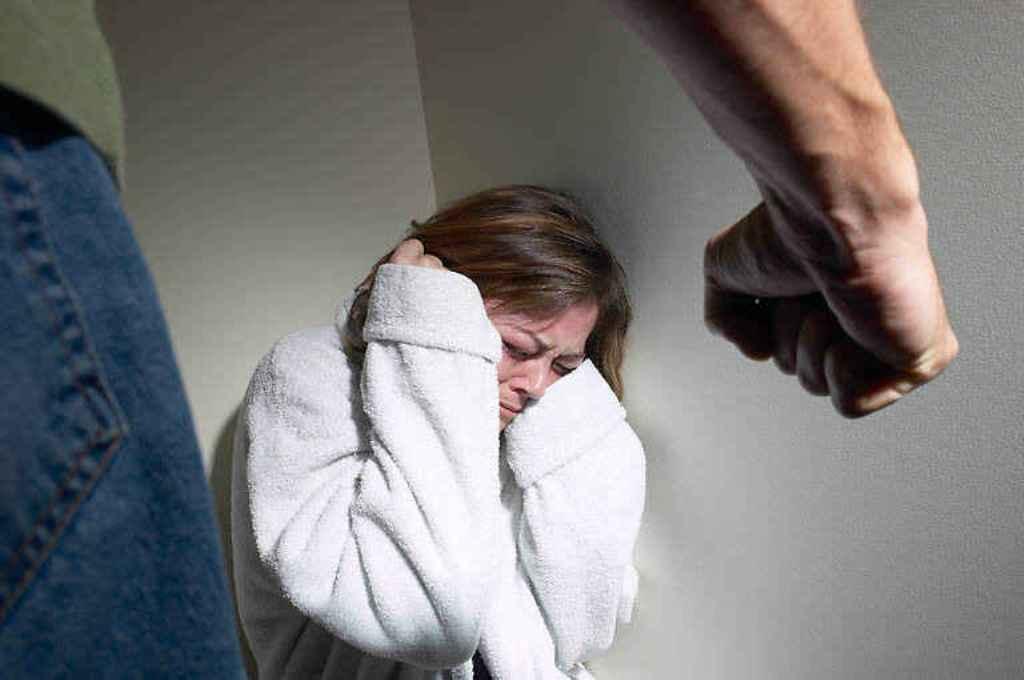 الجهاز المركزى للتعبئة العامة والإحصاء:امرأة من بين ثلاث نساء تتعرض للعنف الجسدي