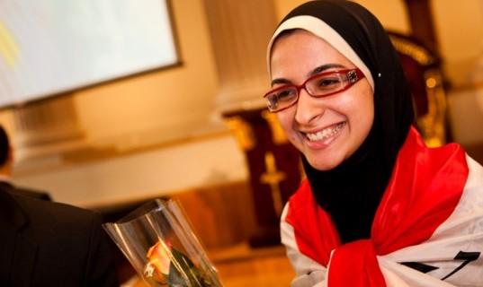 عزة فياض .. طالبة مصرية حولت البلاستيك إلى وقود