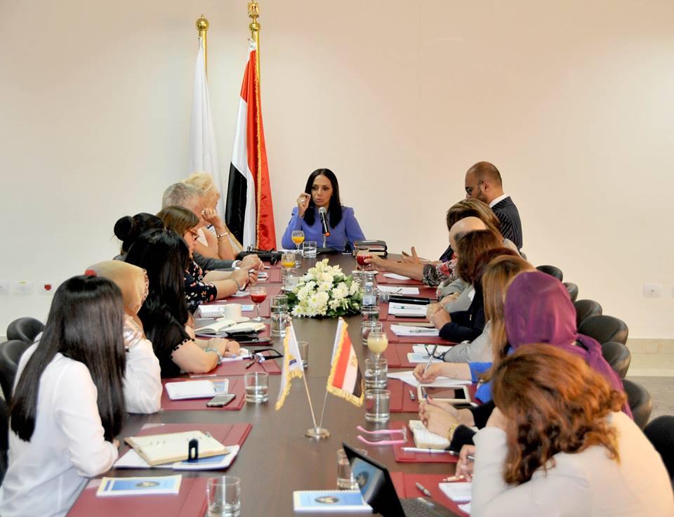 """""""القومي للمرأة"""" يناقش مشروع """" نساء مصريات: رائدات المستقبل"""" المدعوم من السفارة الفرنسية"""