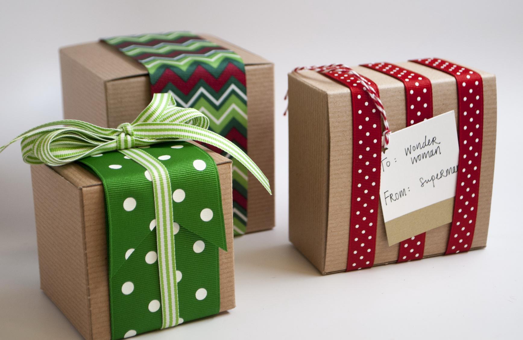 بالفيديو والصور...اتعلمي تغليف الهدايا من المنزل