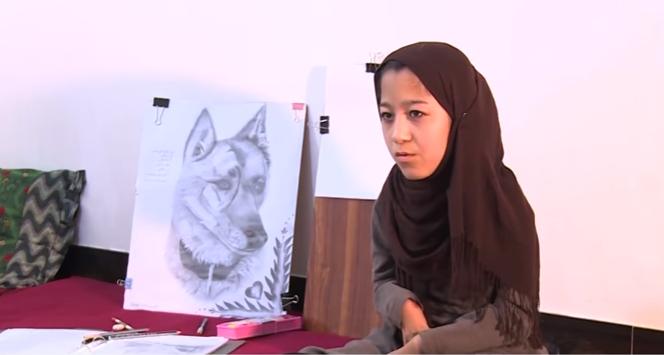 """""""ربابة محمدي"""".. في الـ16 من العمر وترسم بفمها"""