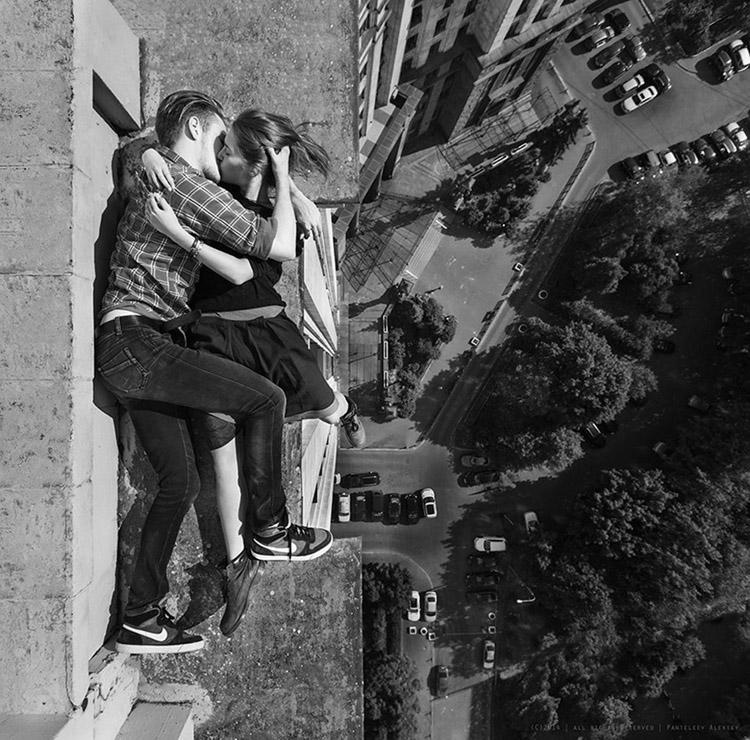 بالصور والفيديو...الحب فوق أعلى ناطحات السحاب في العالم