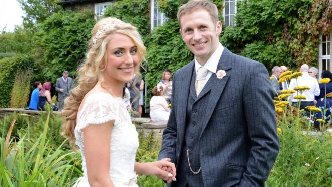 صاحبة الذهبية الأولمبية في الدراجات تتزوج في حفل خاص