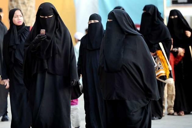 نساء السعودية يوقعن عريضة لإسقاط ولاية الرجل