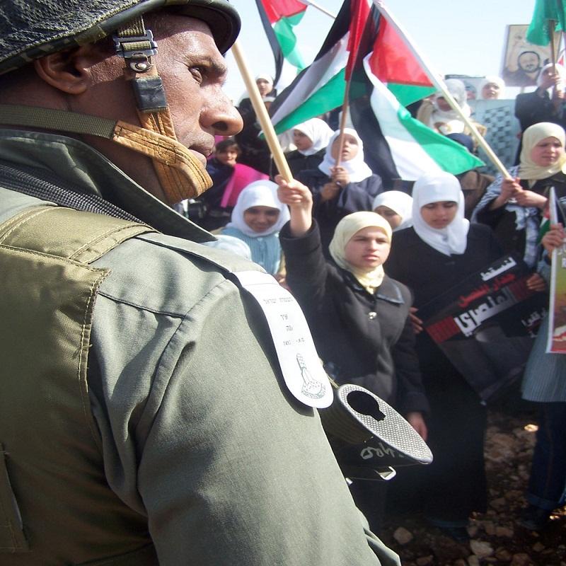 """كيف تحدت نساء """"بُدرُس"""" جدار إسرائيل العنصري؟"""