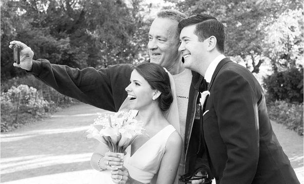 """عروس تتفاجئ بحضور """"توم هانكس"""" زفافها"""