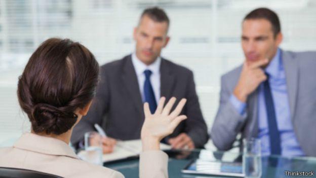 كيف تفلتين من أسئلة مقابلات العمل الخادعة