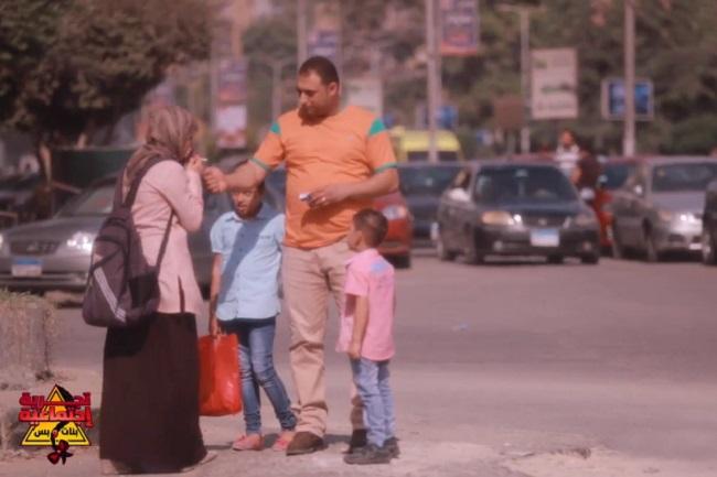"""""""ممكن تولعلي"""" تجربة بنت محجبة في شوارع مصر"""