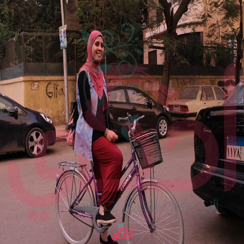 """""""عجلة بينك"""" تعلم البنات ركوب الدراجات: عشان يحققوا حلمهم ويتبسطوا"""