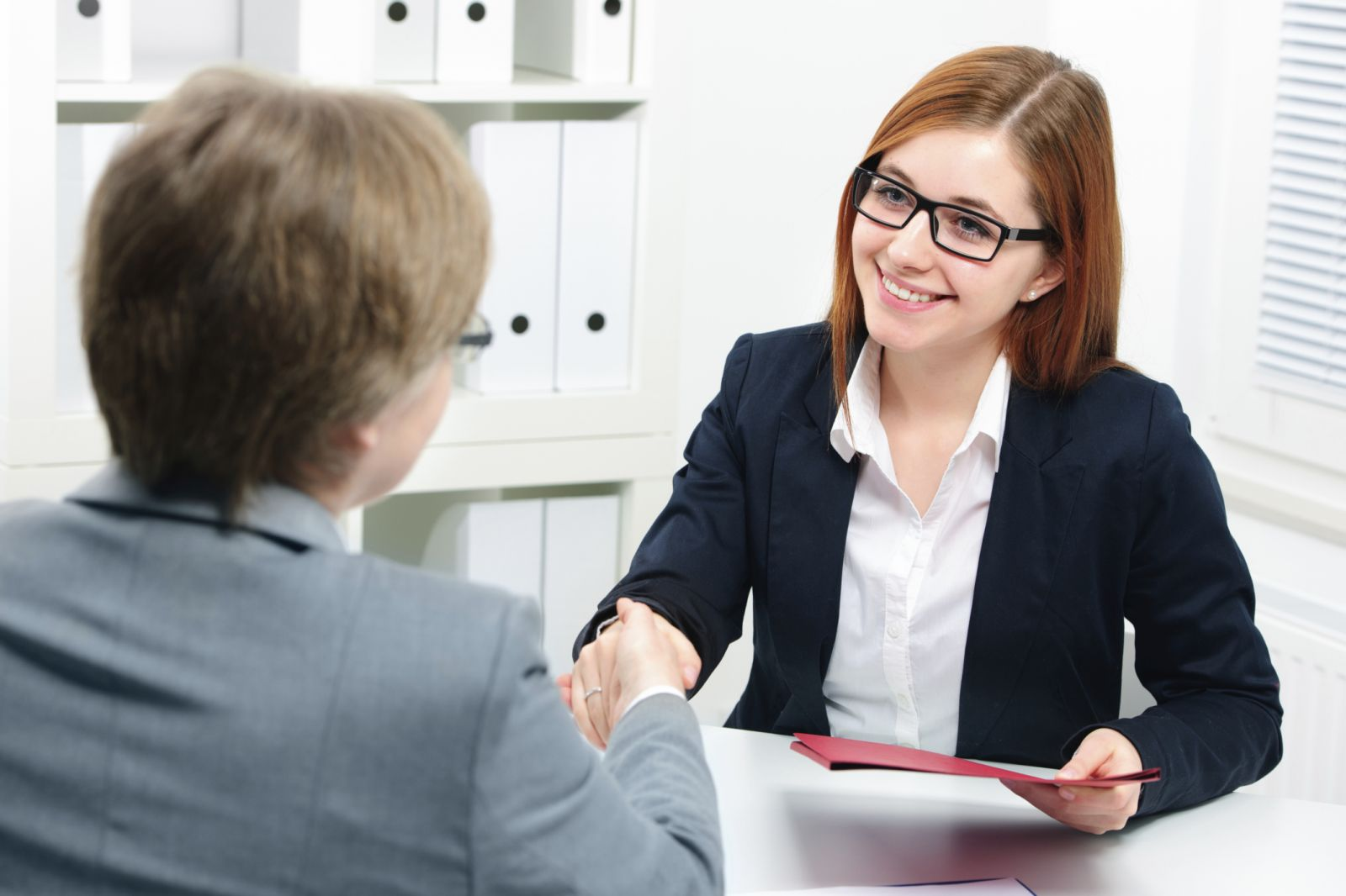 أخطاء في لغة الجسد..تجنبيها خلال مقابلة العمل