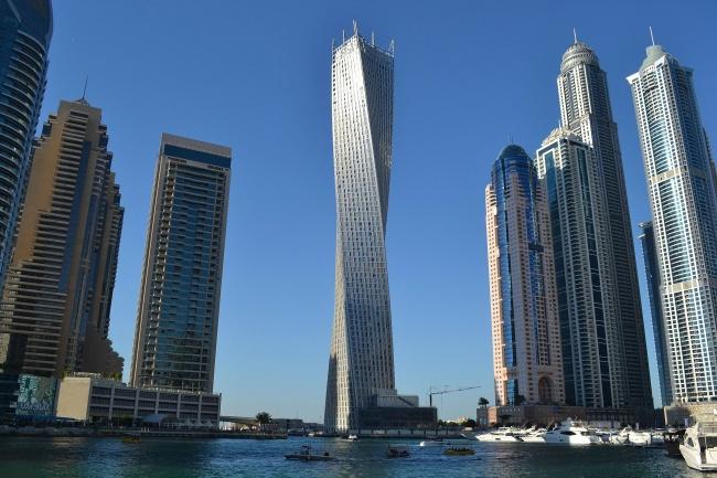 """أشياء ممكنة فقط في """"دبي"""""""