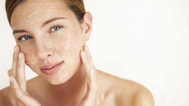 دللي بشرتك بمقشرات الوجه الطبيعية
