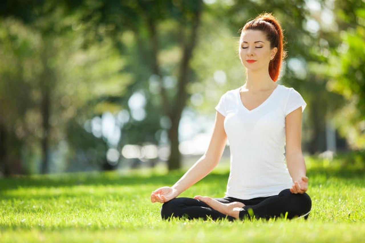 تمارين يوجا تساعد على شد الصدر وجعله أكثر جاذبية