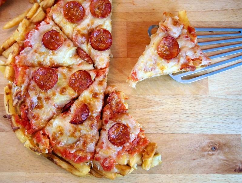 """Fries Pizza"".. لعشاق البيتزا والبطاطس"