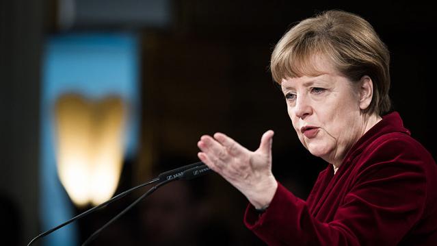 """12 معلومة عن """"أنجيلا ميركل"""" أول امرأة بمنصب المستشارة الألمانية"""