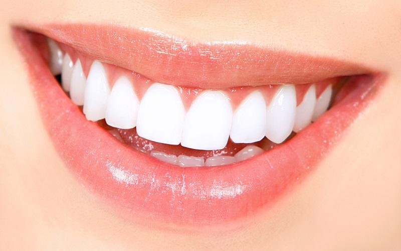10 مأكولات تجعل أسنانك بيضاء