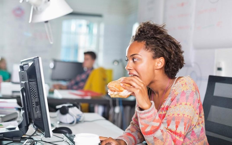 عادات خاطئة تؤدي إلى زيادة الوزن