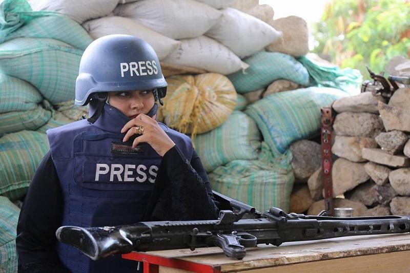 """هديل اليماني.. صحفية يمنية لم تتسلم جائزة الشجاعة بسبب """"ترامب"""""""