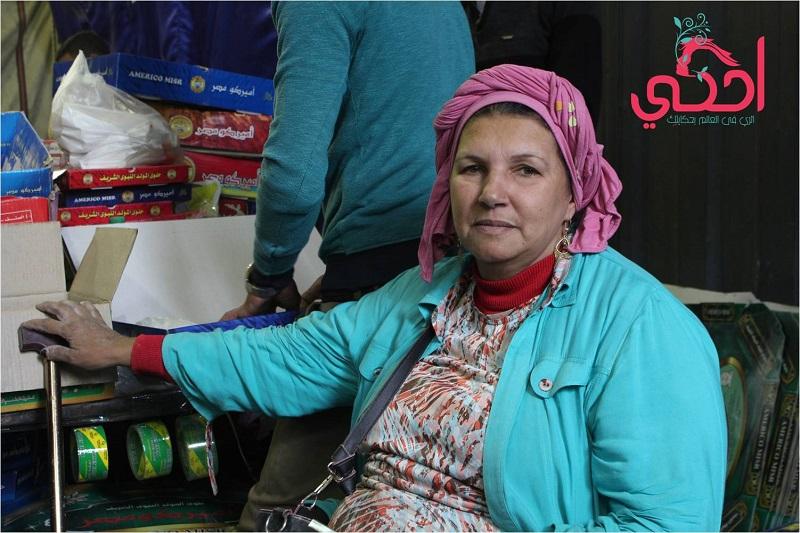 """"""" الحاجة منى """"  أقدم سيدة تبيع حلوى المولد النبوي في بين الحارات"""