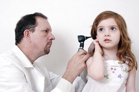 احمي طفلك من التهاب الأذن الوسطى المسبب لضعف القناة السمعية