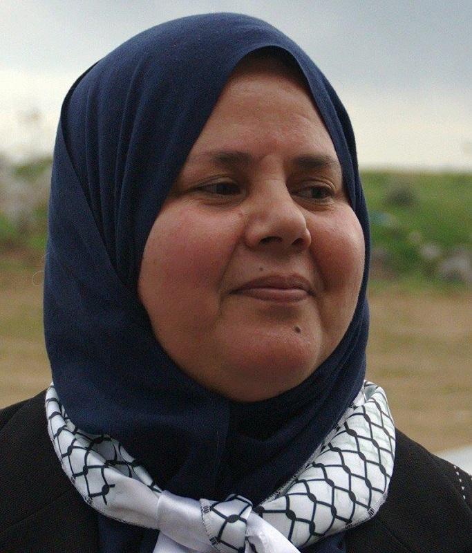 """مباركة براهمي.. نائبة سيدي بوزيد و""""جيش"""" زوجها الشهيد"""