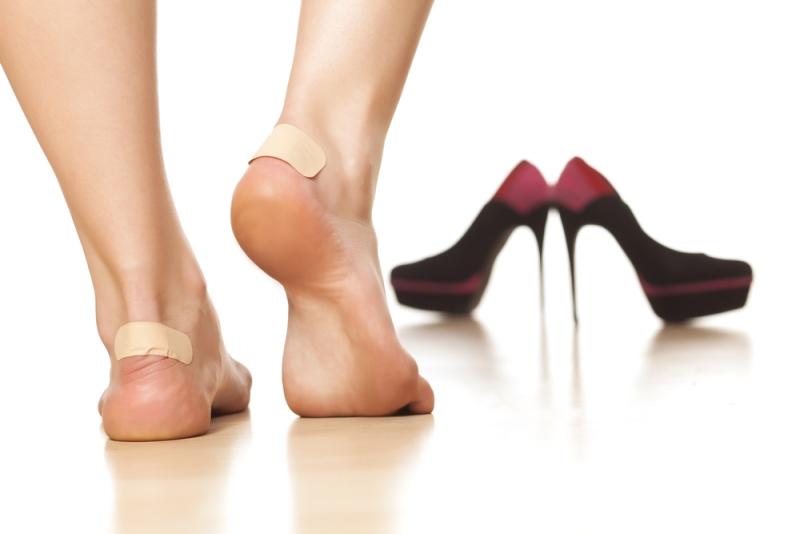 أسهل 5 طرق لتوسيع الأحذية الضيقة
