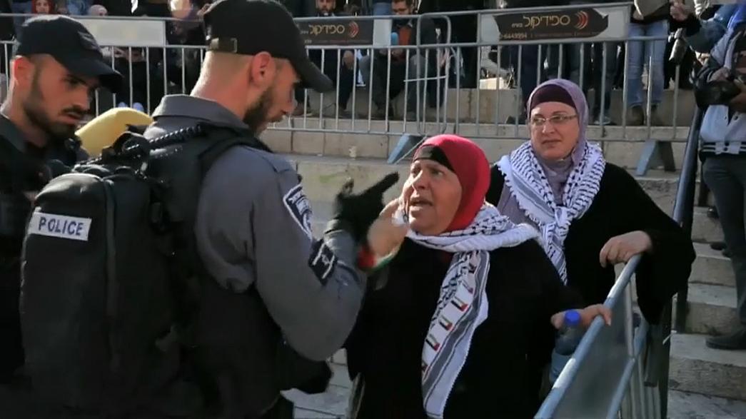 """بالفيديو .. سيدات فلسطين يُعاملن بوحشية والنظام الإسرائيلي يعتقل """"كفيفة"""""""