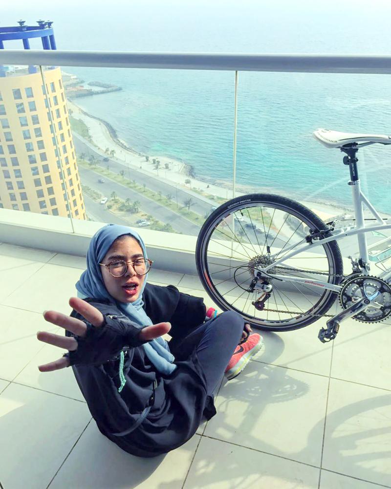 نديمة أبو العنين .. سعودية تُنشيء أول فريق نسائي لقيادة الدراجات
