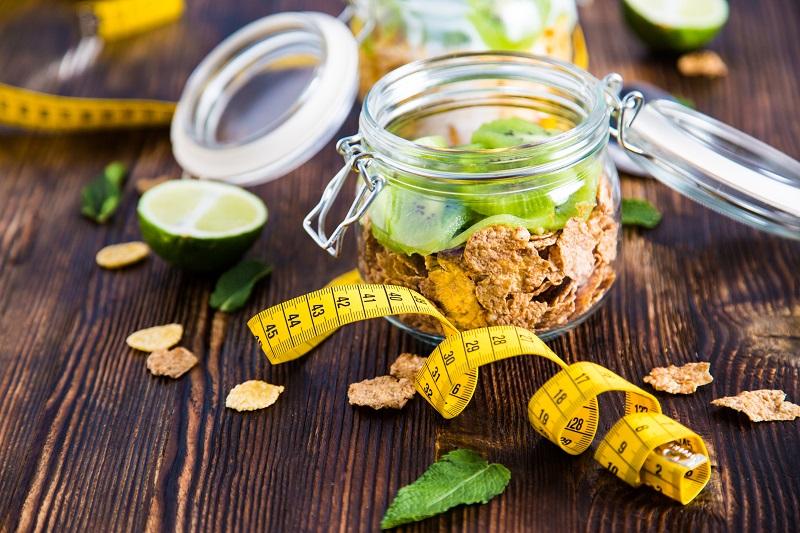 """5 """"سناك"""" طبيعية تساعد على انقاص الوزن"""