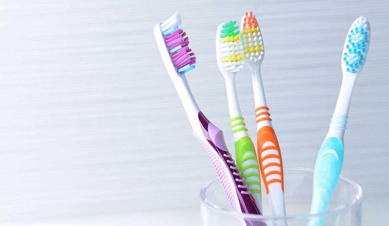 5 استخدامات غير تقليدية لفرش أسنان.