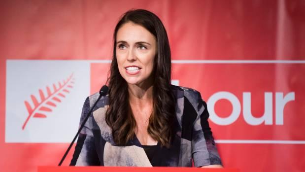 """جاسيندا أردن رئيسة وزراء نيوزيلندا """"حامل"""""""