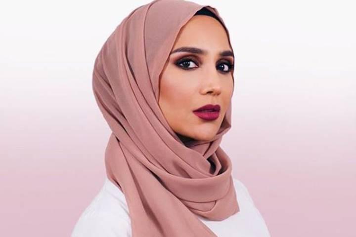 عارضة الأزياء المسلمة تنسحب من الحملة الدعائية لشركة لوريال