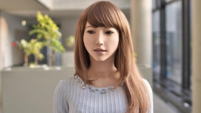 """""""إيريكا"""" أول مذيعة روبوت في العالم"""