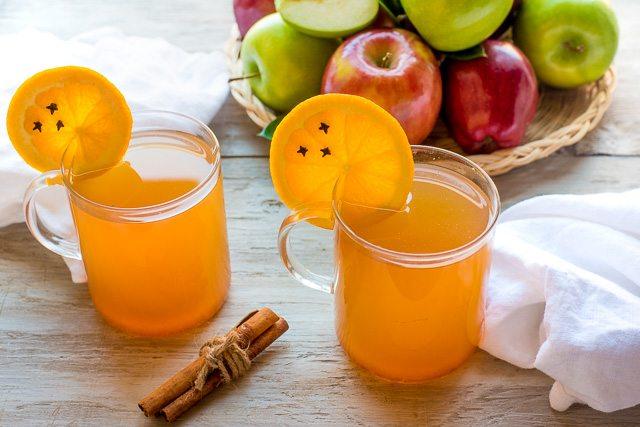 استغلي فاكهة الشتاء.. مشروب البرتقال الساخن لمحاربة البرد