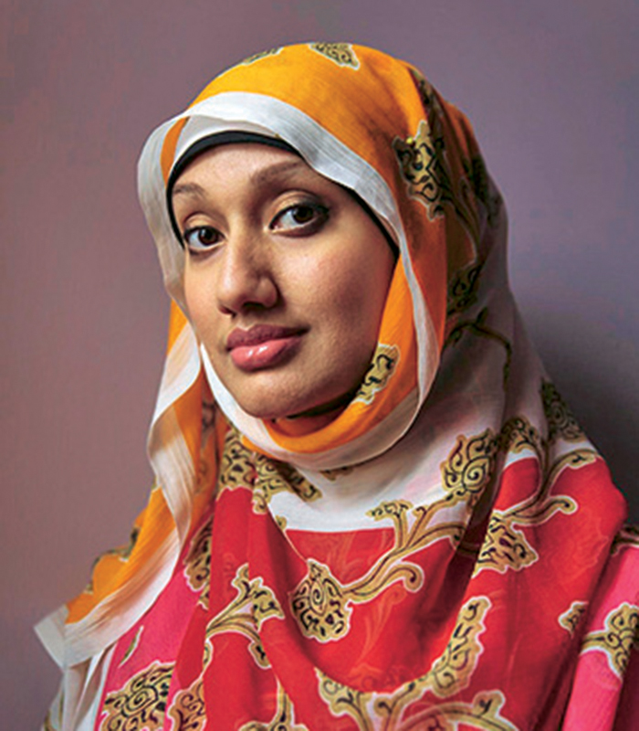 """""""ناظمة خان"""".. تحارب العنصرية بـ """"اليوم العالمي للحجاب"""""""