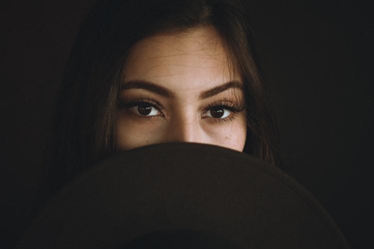 نصائح لعيون أوسع بالمكياج